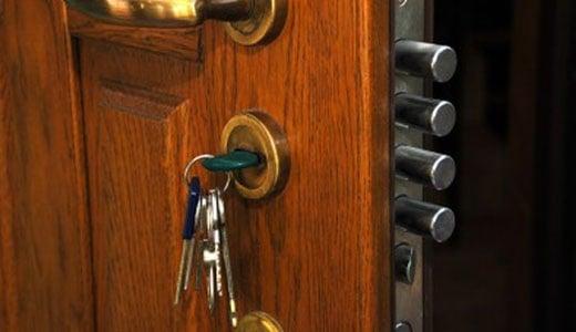 איך לבחור מנעולן עבור פריצת דלת פלדלת